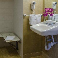 Beacon Hotel & Corporate Quarters ванная фото 2