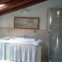 Отель House Luigi Дуэ-Карраре ванная