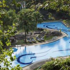 Отель Earl's Regency бассейн фото 3