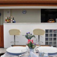 Karacam Турция, Фоча - отзывы, цены и фото номеров - забронировать отель Karacam онлайн гостиничный бар