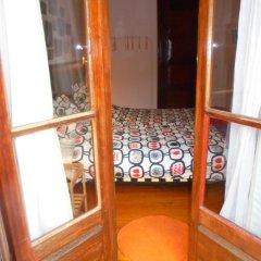 Отель Alfama 3B - Balby's Bed&Breakfast Стандартный номер с 2 отдельными кроватями (общая ванная комната) фото 11