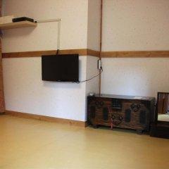Отель Hyosunjae Hanok Guesthouse 2* Стандартный номер с двуспальной кроватью фото 6