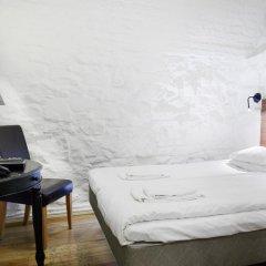 Отель Rex Petit 2* Номер категории Эконом с двуспальной кроватью (общая ванная комната)