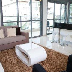 Апартаменты Ziv Apartments 8 Amos Street Тель-Авив комната для гостей фото 3