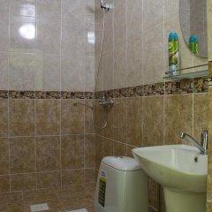 Отель Akmaral Кыргызстан, Каракол - отзывы, цены и фото номеров - забронировать отель Akmaral онлайн ванная фото 2