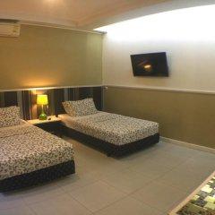 Отель Phuket Airport Suites & Lounge Bar - Club 96 Стандартный номер с двуспальной кроватью фото 9
