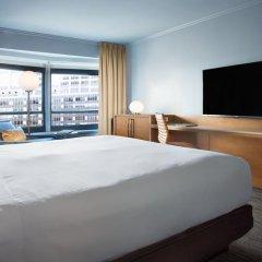 Отель New York Hilton Midtown 4* Номер Skyline с двуспальной кроватью фото 4