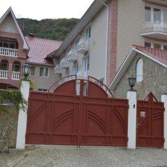 Гостиница Uyutnaya Villa Hostel в Красной Поляне отзывы, цены и фото номеров - забронировать гостиницу Uyutnaya Villa Hostel онлайн Красная Поляна вид на фасад фото 3