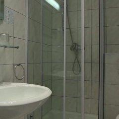 Отель Am Sendlinger Tor 3* Кровать в общем номере фото 10