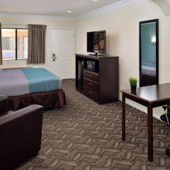 Отель Rodeway Inn & Suites LAX 2* Стандартный номер с различными типами кроватей фото 6