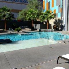 Отель Oasis at Gold Spike США, Лас-Вегас - отзывы, цены и фото номеров - забронировать отель Oasis at Gold Spike онлайн бассейн