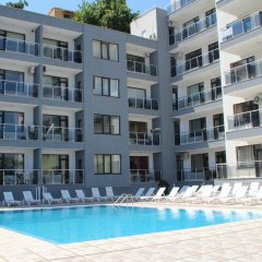Апартаменты Dilov Apartments In Yalta Golden Sands бассейн фото 2