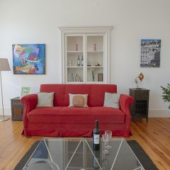 Апартаменты Lovelystay Chiado Distinctive Apartment Лиссабон комната для гостей фото 5
