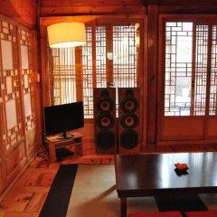 Отель Hueahn Hanok Guesthouse Южная Корея, Сеул - отзывы, цены и фото номеров - забронировать отель Hueahn Hanok Guesthouse онлайн интерьер отеля фото 3