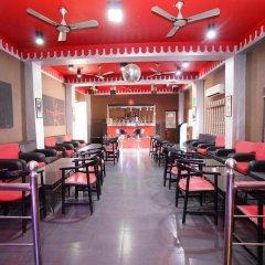 Отель FabHotel Golden Days Club гостиничный бар