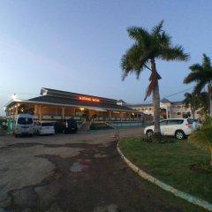 Glistening Waters Hotel парковка