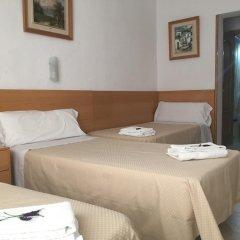 Отель Hostal Residencia Lido Стандартный номер с различными типами кроватей фото 19
