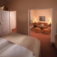 Отель Vier Jahreszeiten Salzburg Австрия, Зальцбург - отзывы, цены и фото номеров - забронировать отель Vier Jahreszeiten Salzburg онлайн комната для гостей фото 4