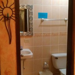 Отель Casa Doña Elena B&B Копан-Руинас ванная
