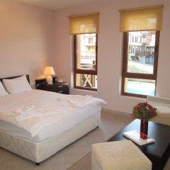 Апартаменты Green Life Ski & Spa Alexander Services Apartments Банско комната для гостей фото 4