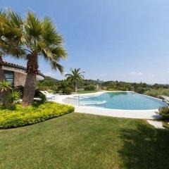 Отель Villa Benedita Италия, Манерба-дель-Гарда - отзывы, цены и фото номеров - забронировать отель Villa Benedita онлайн бассейн фото 2