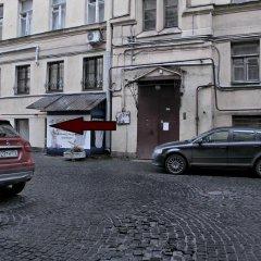 Отель Жилое помещение Все свои на Большой Конюшенной Санкт-Петербург парковка