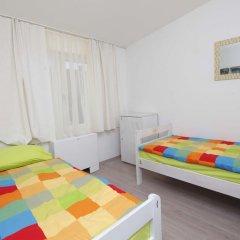 Pozitiv Hostel Стандартный номер с 2 отдельными кроватями (общая ванная комната) фото 3