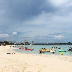 Pacific Bay Hotel пляж
