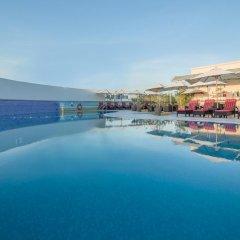 Отель Holiday Inn Bur Dubai Embassy District Дубай бассейн
