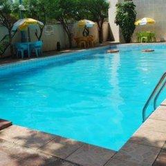 Chida Hotel International бассейн