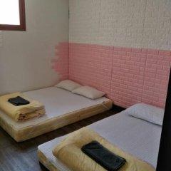Отель Monster Guesthouse 2* Стандартный семейный номер с двуспальной кроватью фото 4