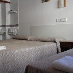 Отель Hostal Las Nieves Стандартный номер с различными типами кроватей (общая ванная комната) фото 7