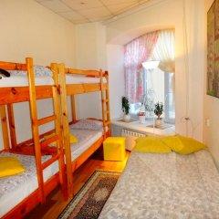 Хостел Арина Родионовна Кровать в мужском общем номере с двухъярусной кроватью