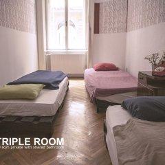 Baroque Hostel Стандартный номер с различными типами кроватей (общая ванная комната)