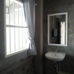 Ai Phuket Hostel Стандартный номер с двуспальной кроватью (общая ванная комната) фото 2