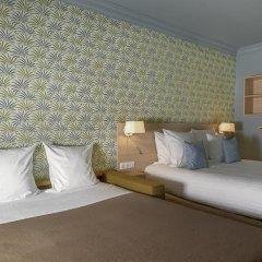 Отель Hôtel Du Centre 2* Стандартный семейный номер с двуспальной кроватью фото 17