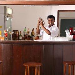 Отель Lakeside At Nuwarawewa Анурадхапура гостиничный бар
