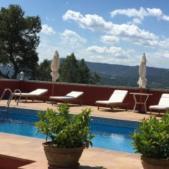 Отель Castell de Guardiola бассейн