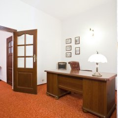 Отель Reymont сейф в номере