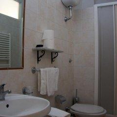 Отель Albergo Del Sole Al Biscione 3* Номер категории Эконом с различными типами кроватей фото 9