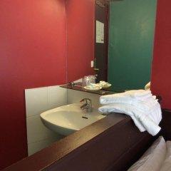 Отель Hôtel Monte Carlo 2* Стандартный номер с различными типами кроватей (общая ванная комната) фото 11