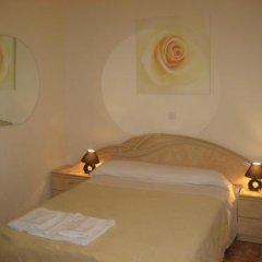 Отель Hostal Conchita II Стандартный номер с различными типами кроватей фото 3