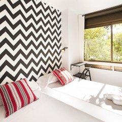 Отель Fira Guest House Номер Делюкс с 2 отдельными кроватями