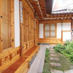 Отель Irang Hanok Guesthouse Южная Корея, Сеул - отзывы, цены и фото номеров - забронировать отель Irang Hanok Guesthouse онлайн балкон