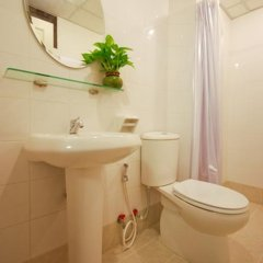 Апартаменты Sitara Place Serviced Apartments Бангкок ванная