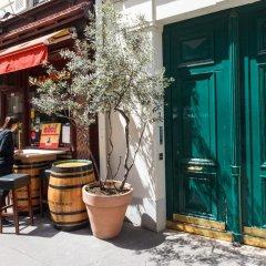Отель Rue de Bassano by Onefinestay гостиничный бар