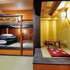 Отель Khaosan World Asakusa Ryokan Кровать в общем номере фото 9
