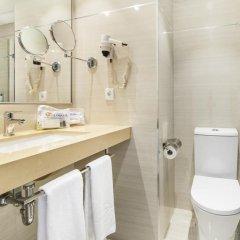 Отель Globales Almirante Farragut Испания, Кала-эн-Форкат - отзывы, цены и фото номеров - забронировать отель Globales Almirante Farragut онлайн ванная