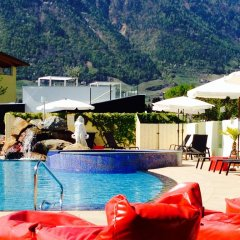 Отель Schlosshof Charme Resort – Hotel & Camping Италия, Лана - отзывы, цены и фото номеров - забронировать отель Schlosshof Charme Resort – Hotel & Camping онлайн бассейн