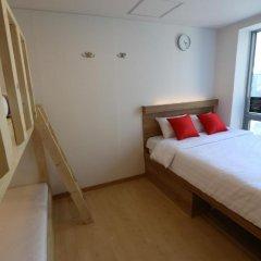 Отель STEP INN Myeongdong 1 3* Стандартный семейный номер с двухъярусной кроватью фото 4